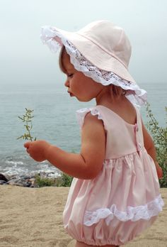 Pretty in pink. a bubble -- /karensupper/childrens-sewing-inspiration/ BACK Precious Children, Beautiful Children, Beautiful Babies, Cute Kids, Cute Babies, Kind Photo, Beach Kids, Beach Babies, Style Retro