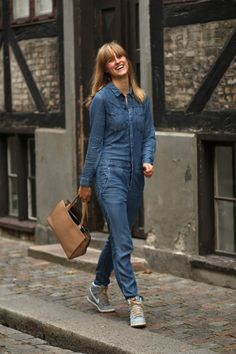 rockpaperdresses - ok, maybe I wouldn't wear this, but it's cool. Denim Jumpsuit, Overalls, Fall Looks, Tulum, Jean Outfits, Blue Denim, Mom Jeans, Cool Style, Dress Up