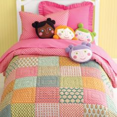 LOve these Pillows, Hmmm...I just might try making these to resemble my girls!... super cute Girls Bedding Sets, Crib Bedding Sets, Girl Bedding, Comforter, Cute Quilts, Baby Quilts, Cute Bedding, Beds For Sale, Doll Quilt
