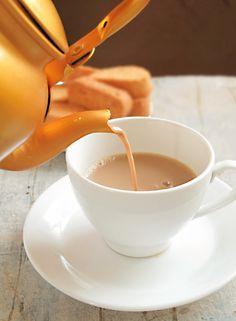 >i< Masala Chai - Indian Spiced Milk Tea Masala Chai, Garam Masala, All Spice Berries, Indian Milk, Milk Tea Recipes, Drink Recipes, Fresco, Traditional Indian Food, Chai Recipe
