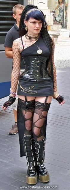 Great #Goth girl look, corset and skirt with lifts