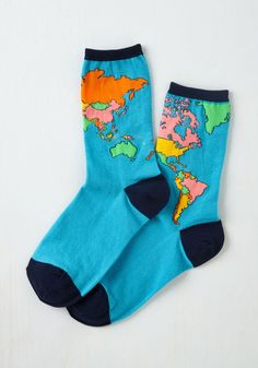 Take on all the whimsy of the world by slipping your toes into these printed socks! Surrounded by oceans of blue water, a colorful map pairs with dark navy trim to give your look a 'terra-iffic' touch.