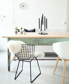 Para você, que está louco para fazer isso em casa, mas com medo da ideia dar errado, a Hometeka reuniu 18 imagens de inspiração, produtos e dicas de como combinar cadeiras diferentes na sua decoração. Confira: