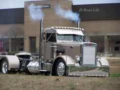 Old school Peterbilt - Cool Cars & Motorcycles - Carzz Show Trucks, Big Rig Trucks, Dump Trucks, Old Trucks, Custom Big Rigs, Custom Trucks, Diesel Trucks, Volvo, Big Ride
