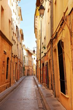 Ruelle d'Aix-en-Provence ancienne #capitale de la #Provence et ville natale de #Paul_Cezanne
