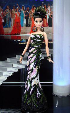 Miss Tuvalu 2012 -   su vestido de noche increíble inspirado por Nicolás Jebran.