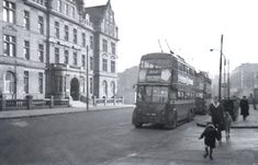 1939 Class on Route 517 , a service which ceased in February Photographed at the Royal Northern Hospital in Holloway Road. London Transport, North London, Transportation, Street View, Park, History, Historia, Parks