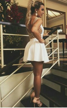 Vestido maravilhoso com perolas