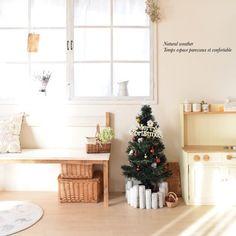 だんだんクリスマスが近づいてくると、お部屋の飾りつけを始めたくなりますよね?定番のツリーやリースをはじめ、最近では様々なアイテムを使ったユニークなディスプレイが大人気です。今回はそんなクリスマスシーズンに向けて、さっそく真似したくなる素敵なディスプレイ術をご紹介します♪クリスマスツリーのおしゃれな飾り方、枝や流木を使ったDIY、棚や壁を活用した飾りつけなど。アイディア溢れるディスプレイをヒントに、素敵な空間を演出しましょう!