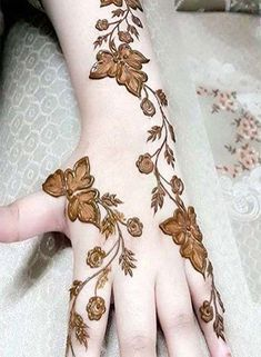 Apart from the beautiful Rajasthani mehndi, the Arabic mehndi designs are much in demands these days. If you want to learn the step by step henna tutorial. Latest Arabic Mehndi Designs, Stylish Mehndi Designs, Arabic Henna Designs, Beautiful Henna Designs, Latest Mehndi Designs, Mehndi Designs For Hands, Henna Tattoo Designs, Mehandi Designs, Henna Tattoos