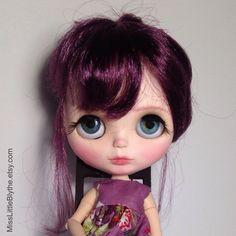OOAK Custom Blythe Doll fake - Adriana de MissLittleBlythe en Etsy https://www.etsy.com/es/listing/465989038/ooak-custom-blythe-doll-fake-adriana