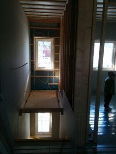 Tillfällig lösning i trappan för att underlätta för snickarna, elektrikern och målarn.