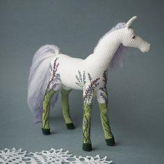 Crochet Toys Patterns, Crochet Designs, Stuffed Toys Patterns, Crochet Horse, Crochet Animals, Crochet Doll Tutorial, Horse Pattern, Crochet Wedding, Crochet For Kids