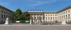 Frontansicht des Hauptgebäudes der Humboldt-Universität in Berlin - Unter den Linden