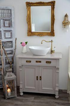 Badmöbel landhausstil hängend  Landhausstil zu Hause populär einrichtungsideen badezimmer spiegel ...