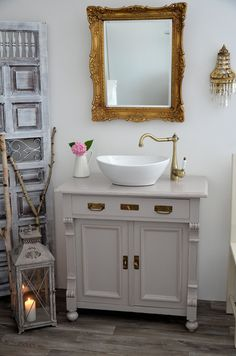 bad fliesen glas mosaik hellblau vintage spiegelrahmen | bad ... - Bad Landhausstil Mosaik