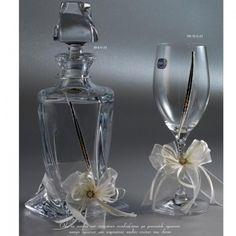 Κρυστάλλινο σετ καράφα - ποτήρι κρασιού με το σχέδιο στεφάνων Ε23  Δείτε περισσότερα εδώ http://www.enamel.gr/eidh-gamou/karafes/krystalini-karafa-potiri-me-epargyro-sxedio