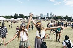 50 Super Ideas for music festival friends bff Acl Festival, Festival Looks, Festival Wear, Festival Outfits, Punk Rock, Music Midtown, Festival Friends, Music Festival Fashion, Music Festivals