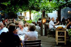 Heerlijk eten op het terras van Intenzo. Italiaans genieten!
