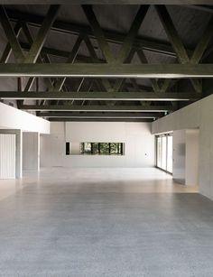 Stadthalle in Laufenburg von BBKA,Foyer mit Dachkonstruktion Foto: Basile Bornand