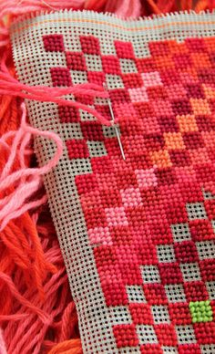 Stitch on plastic canvas is an enjoyable and interesting craft. Plastic canvas is a craft material of lightweight plastic with a grid of holes. Bargello Needlepoint, Motifs Bargello, Broderie Bargello, Bargello Patterns, Needlepoint Pillows, Needlepoint Stitches, Needlepoint Canvases, Needlework, Plastic Canvas Stitches