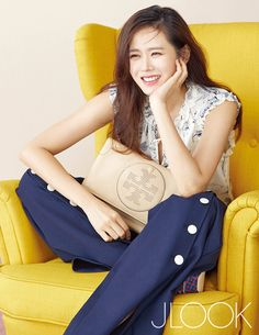 Son Ye Jin looks perfectly ready for spring in the pages of JLook, check it out! Korean Actresses, Korean Actors, Actors & Actresses, Korean Beauty, Asian Beauty, Asian Celebrities, Celebs, Jin, Korean Shows