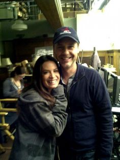Holly Marie Combs(Ella Montgomery) and Chad Lowe(Byron Montgomery) behind the scenes of Pretty Little Liars. Chad Lowe, Laura Leighton, Vanessa Ray, Julian Morris, Pll Cast, Pretty Litle Liars, Holly Marie Combs, Tyler Blackburn, Cody Christian