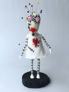 "Tim Burton Tragic Toys serisinden ""Vooodo Girl an itibariyle satışta 🤗 Voodoo girl on sale now!etsy store will update this evening! Voodoo, Etsy Handmade, Handmade Gifts, Unique Gifts, Tim Burton Style, Gothic Dolls, Doll Maker, Girl Dolls, Clay Art"