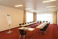 NH Berlin Potsdam - Kiebitzberg    Dieser Veranstaltungsraum verfügt über Tageslicht und ist ausgestattet mit hochwertiger Tagungstechnik.  ISDN- und Wireless- Lan Zugang, Klimaanlage, verschiedene Licht- und Tondarstellungen für Präsentationen und Vorträge gewährleisten eine erfolgreiche Veranstaltung