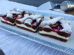 Raspberrybrunette: Perníkový mrežovník s tvarohom a slivkami Sweet Recipes, Tiramisu, Blueberry, Waffles, Sweet Treats, Cheesecake, Deserts, Dessert Recipes, Food And Drink