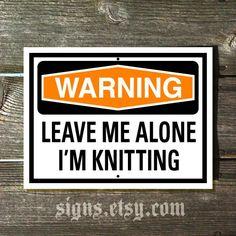 Warning Leave Me Alone I'm Knitting par Signs sur Etsy