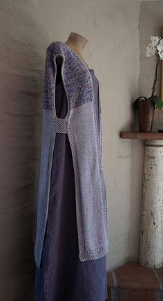 This long swingy kimono style long vest is meant as a decoration on the body as opposed to something that will keep you warm. Easily made larger, should you wish. Options are included for knitting the Moderno Kimono differently….EX: Use a DK/light worsted weight yarn rather rather than double stranding and making the yoke a different stitch pattern.