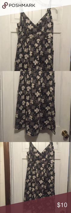 Black and white floral sundress Black and white floral knit sundress-great for summer Old Navy Dresses