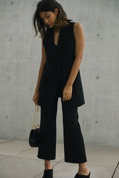 Theadorabletwo_reserved_weste_schwarz_uniqlo_hose_Chloé_drew_bag_maria_black_ohrring_gold_chain_streetstyle_berlin_minimalist_minimalmood_hot_sohles_london_mules