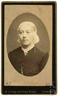 Portret van Theodora Johanna Elisabeth de Gavere (Oosterend 1853 - Kubaard 1917)  Den Haag, RKD (collectie Iconografisch Bureau) #Friesland