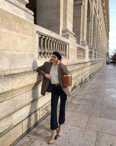 French Capsule Wardrobe, Wardrobe Sets, Fall Wardrobe, Wardrobe Staples, Dress Like A Parisian, Parisian Style, French Girl Style, French Girls, Beret Outfit