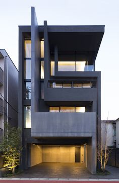 OKM is a 4 story building designed for a private residence and apartment units located in Tokyo. The 1st and 2nd floor provide a parking space and 3 apartment units, and the 3rd and 4th floor hold the owner's residential space. There is a pocket par