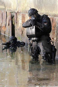 Special Forces,insertion by water. Military Gear, Military Police, Military Weapons, Military History, Usmc, Military Spouse, Marines, Airsoft, Military Special Forces