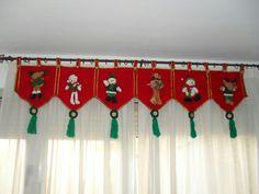 Cenefa                                                       … Christmas Mom, Christmas Sewing, Christmas Fabric, Christmas Projects, Christmas Stockings, Felt Crafts, Christmas Crafts, Christmas Ornaments, Felt Christmas Decorations