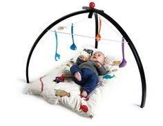Dansk design: Smukt og funktionelt aktivitetsstativ til baby