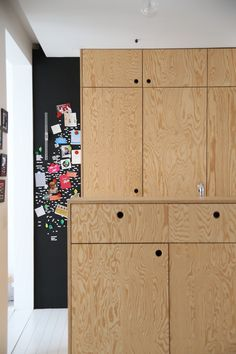 small kitchen design detail in pine plywood Plywood Boxes, Pine Plywood, Plywood Furniture, Kitchen Furniture, Kitchen Interior, Kitchen Design, Interior And Exterior, Plywood Kitchen, Plywood Cabinets