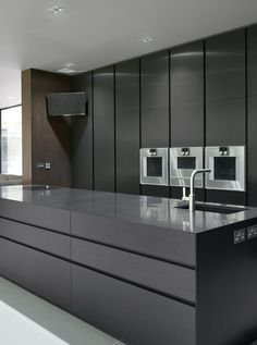 A visual essay in charcoal and black, this Modulnova kitchen by DesignSpace London is a tribute to Modernism. Bold rectilinear forms conceal the working elements of the kitchen behind drawer fronts and ultra-tall doors designspacelondon.com