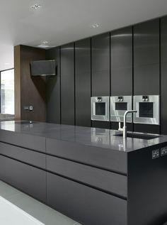 Trendy kitchen colors with black appliances stove Ideas Luxury Kitchen Design, Best Kitchen Designs, Interior Design Kitchen, Black Kitchen Cabinets, Kitchen Cabinet Design, Kitchen Black, Kitchen Cabinetry, White Cabinets, Modern Farmhouse Kitchens