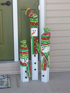 Outdoor Snowman Christmas Decorations – Christmas Celebration – All about Christmas – DIY World Snowman Christmas Decorations, Christmas Wood Crafts, Christmas Porch, Christmas Snowman, Christmas Projects, All Things Christmas, Holiday Crafts, Christmas Ornaments, Outdoor Snowman Decorations
