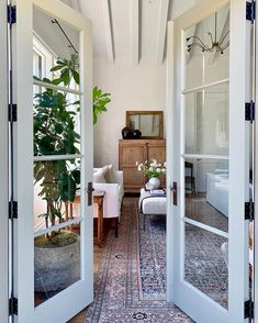Inspiration from interior and exterior design. I select and post the interiors that make me want to live in that room. House Design, Home Decor Pictures, House Styles, Home Decor Inspiration, Interior Design, Amber Interiors, Home, Cheap Home Decor, Home Decor