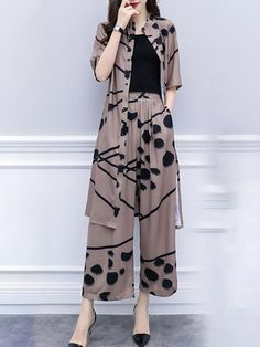 Buy Printed Two-piece Set For Women from Tiana at Stylewe. Online Shopping Style… Buy Printed Two-piece Set For Women from Tiana at Stylewe. Online Shopping Stylewe Chiffon Two-Piece Set For Women Printed Coffee Printed. Fashion Pants, Look Fashion, Hijab Fashion, Fashion Models, Fashion Dresses, Fashion Design, 90s Fashion, Korean Fashion, Womens Fashion