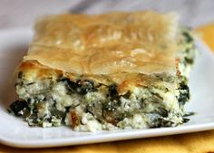 This Greek Spinach Pie is a supper formula that my family totally adores! Watch the video telling you the best way to make Greek Spinach Pie, at that point look to the base of this post and print out the formula so you can make it at home. Greek Recipes, Pie Recipes, Cooking Recipes, Freezer Cooking, Dinner Recipes, Queso Ricotta, Spinach Ricotta, Greek Spinach Pie, Vegetarian Recipes