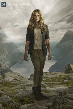 Clarke Griffin (Eliza Taylor) from THE 100 Eliza Taylor, The Cw, The 100 Tv Series, The 100 Show, The 100 Quiz, Bellarke, The 100 Saison 2, Best Tv Shows, Movies And Tv Shows