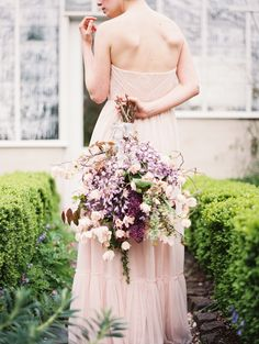 blushing bride with ponderosa and thyme | Anne Blodgett Photography | Wedding and Senior Photography | Oregon | Destination