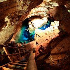 Linda imagem do Poço Azul da Chapada Diamantina. Foto: @eimaetovivo.